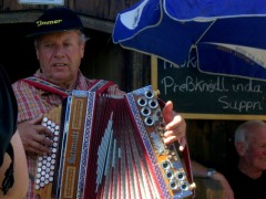 Playing the accordion near Kufstein